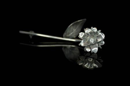 La Fleur Eternelle, håndlaget brosje i oksidert sølv