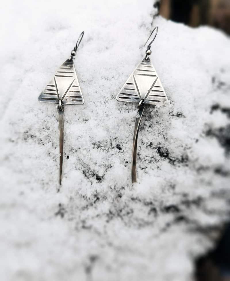 Øredobber med smidd heng i sølv